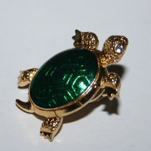 Stunning little gold and green turtle brooch